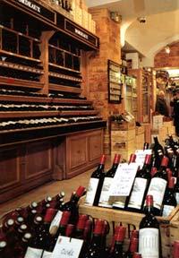 Вино в магазине Франции