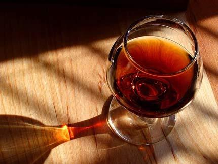 цвет напитка в бокале